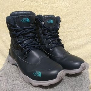 The North Face men's waterproof boots. Size:7-7.5